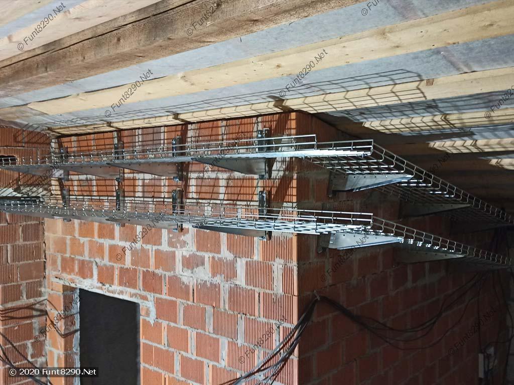 Крепление лотков на стеновых консолях